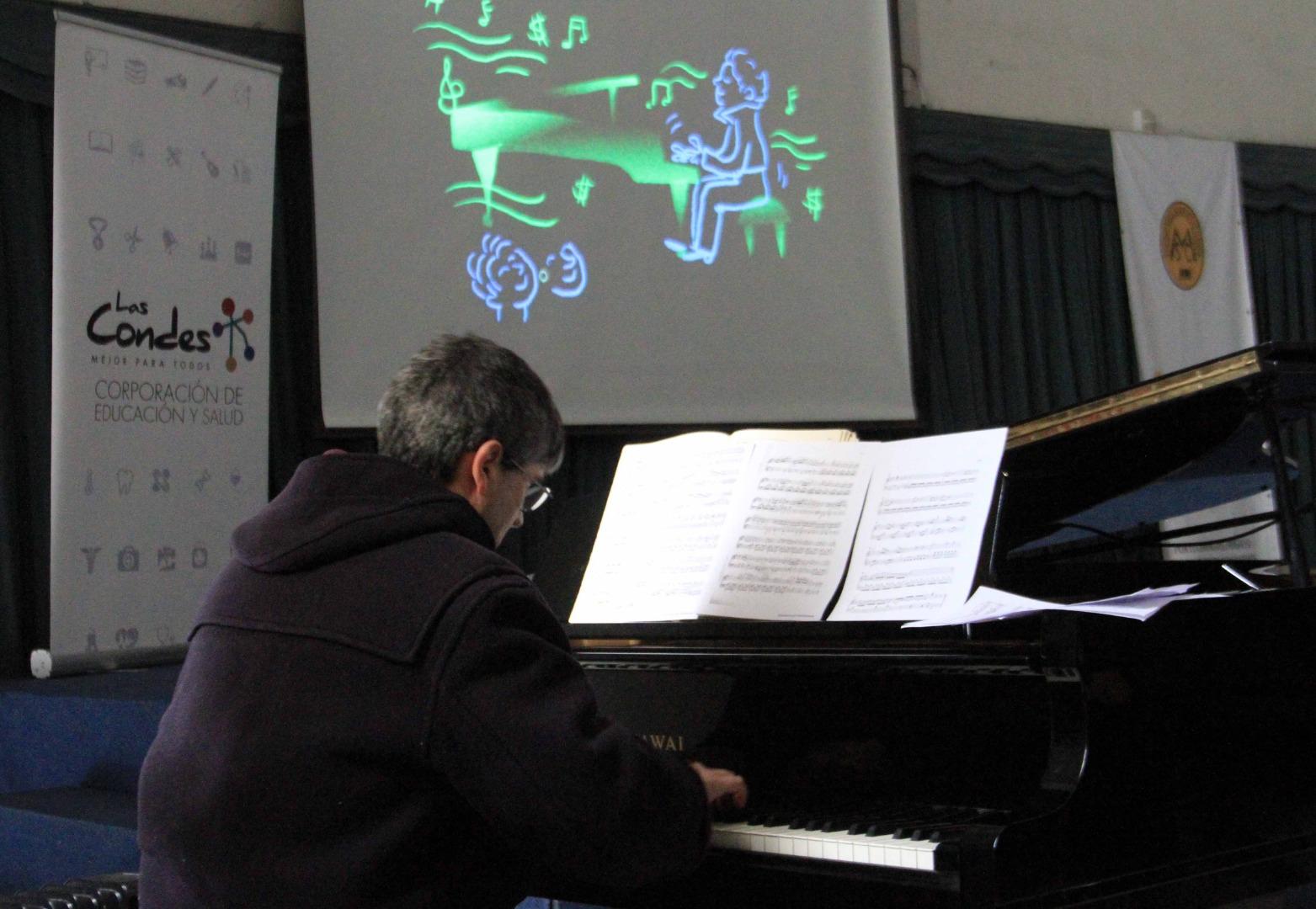 Pianista Felipe Browne en Colegio Santa María de Las Condes