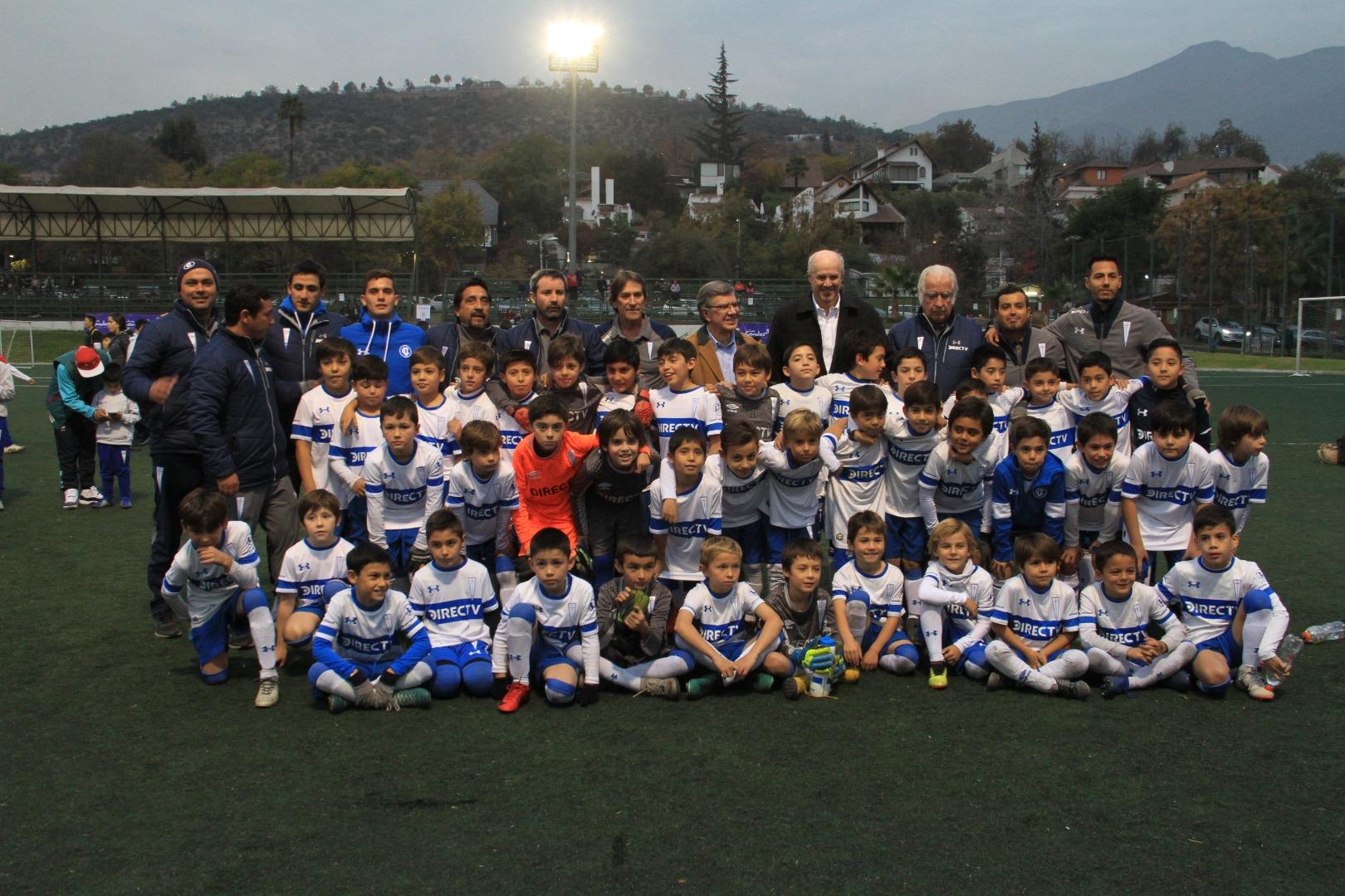 Alcalde comparte con los niños de la Escuela