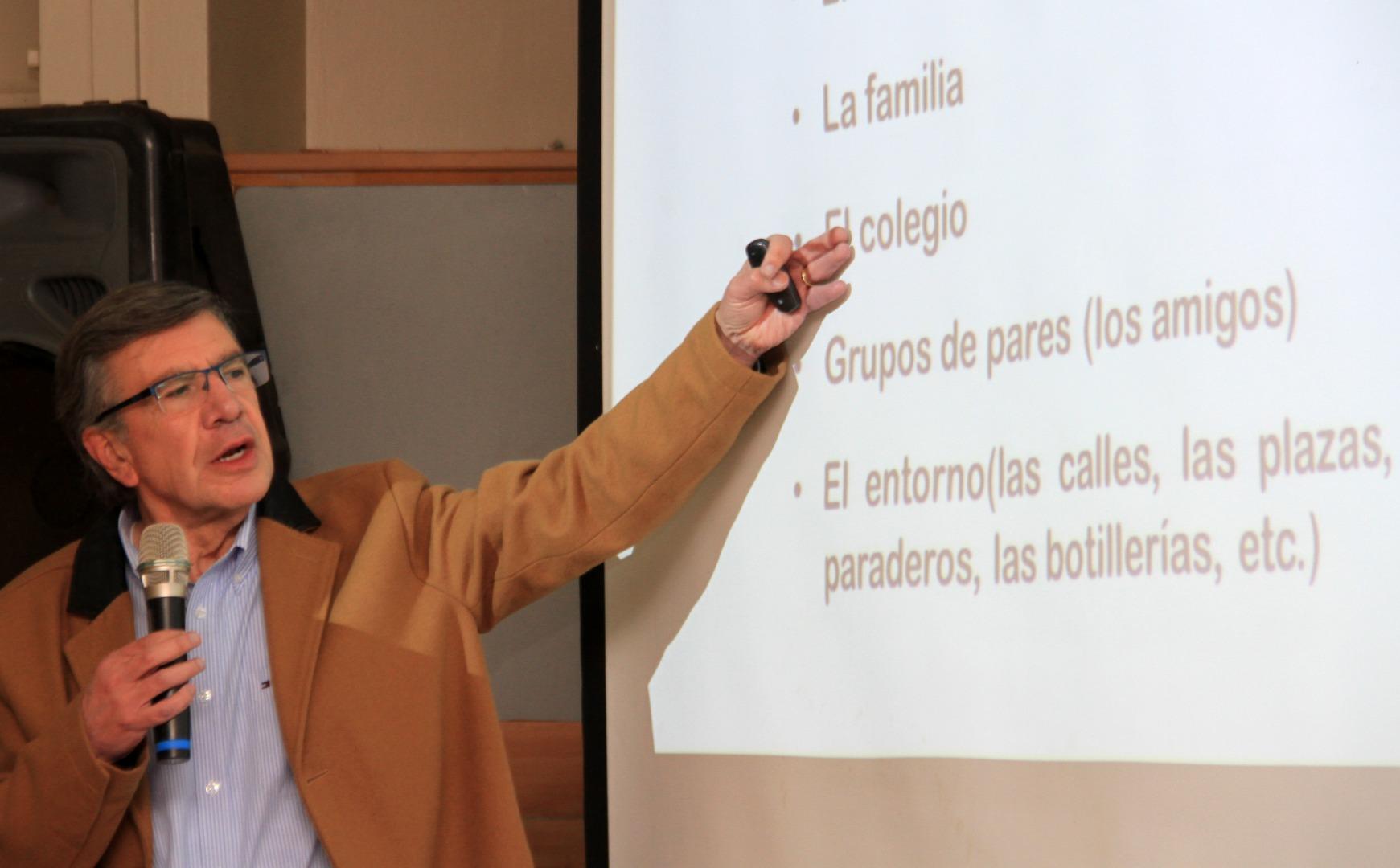 Alcalde Lavín expone propuestas